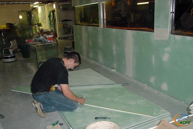 26 mars 2003, Seb à la découpe des plaques de plâtre