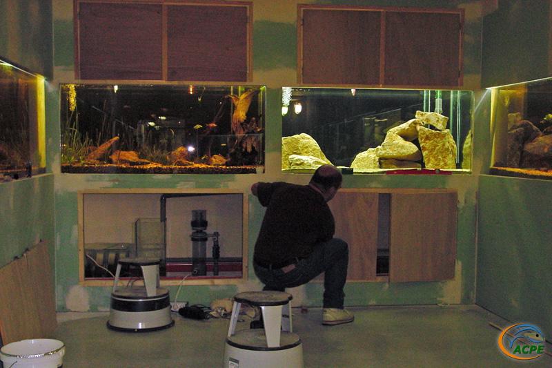 09 juillet 2003, pose de portes d'accès aux 750 litres, au fond de la pièce