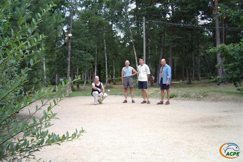 Samedi 19 juillet 2003, les membres disponibles se retrouvent pour une partie de pétanque