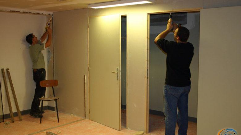 9 novembre 2005, aménagement d'e placards dans la salle de réunion