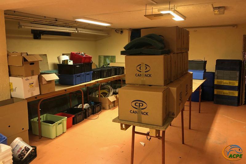 12 août, les cartons s'entassent dans l'ancienne salle de réunion.