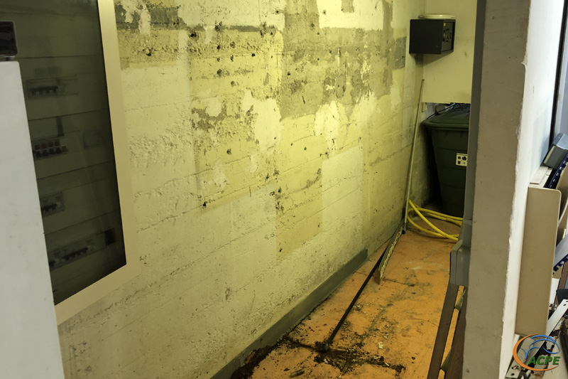 23 août, les étagères du local technique sont démontées.