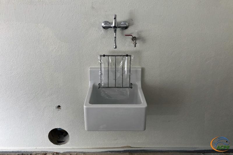 9 septembre, détail sur le point d'eau de la salle d'activités