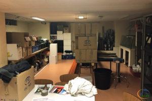 Courant septembre, l'ancienne salle de réunion est devenue un entrepôt