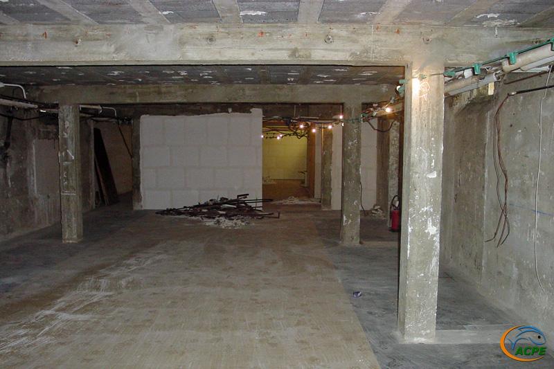 26 juin 2001, cloisonnement entre les futures salles d'exposition et d'activités