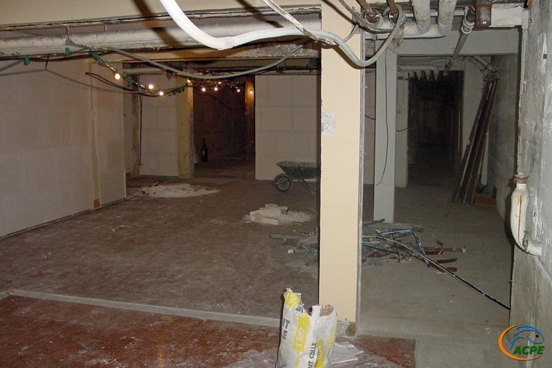26 juin 2001, la future salle d'activités, vers la futur salle d'exposition