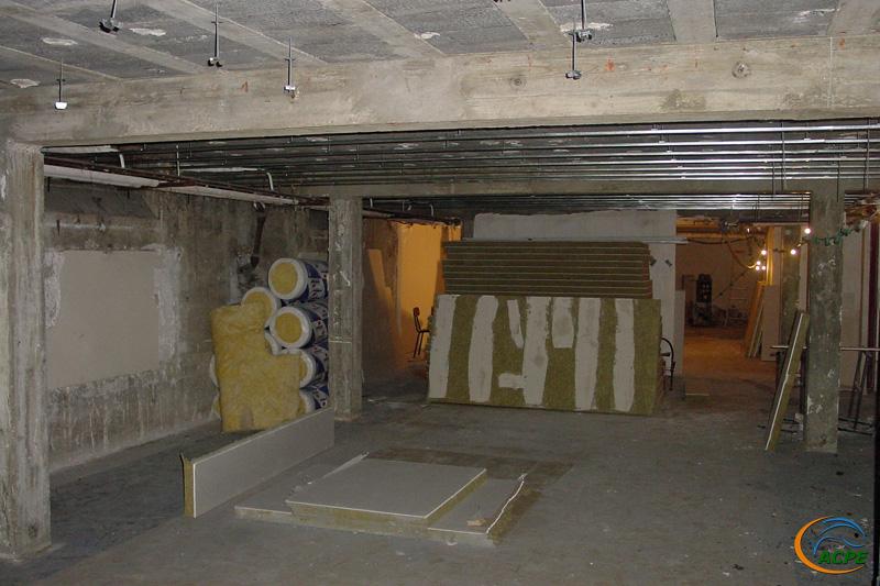 5 octobre 2001, pose des doublage et plafond coupe feu dans la future salle d'expo