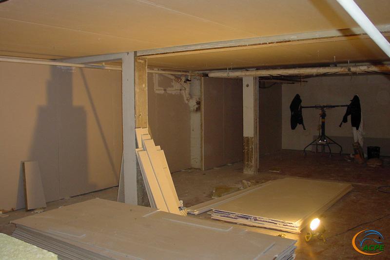 5 octobre 2001, les doublages et plafonds sont bien avancés dans la salle d'activités