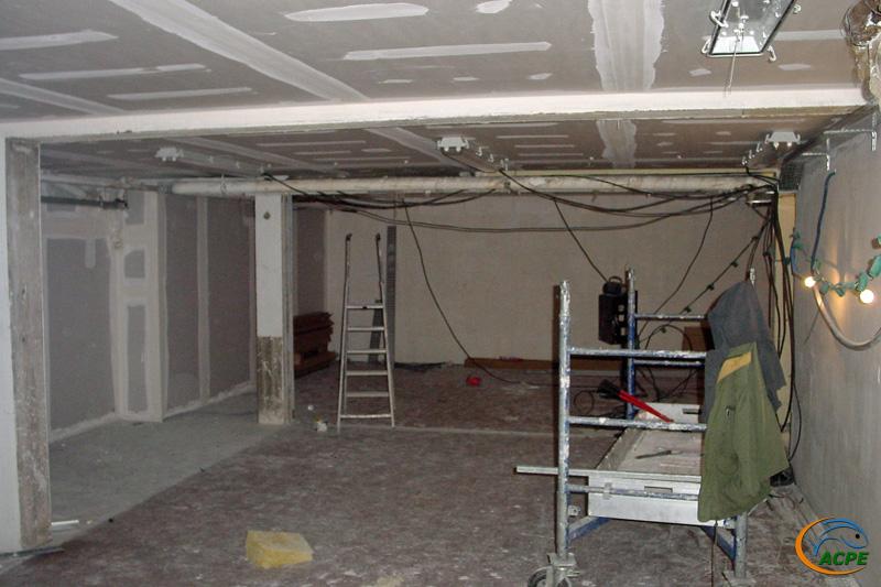 19 octobre 2001, dans la salle d'activités, début des travaux d'électricité