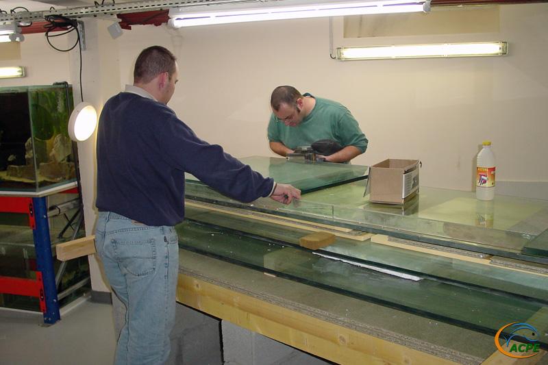 12 janvier 2003, grattage des restes de colle silicone