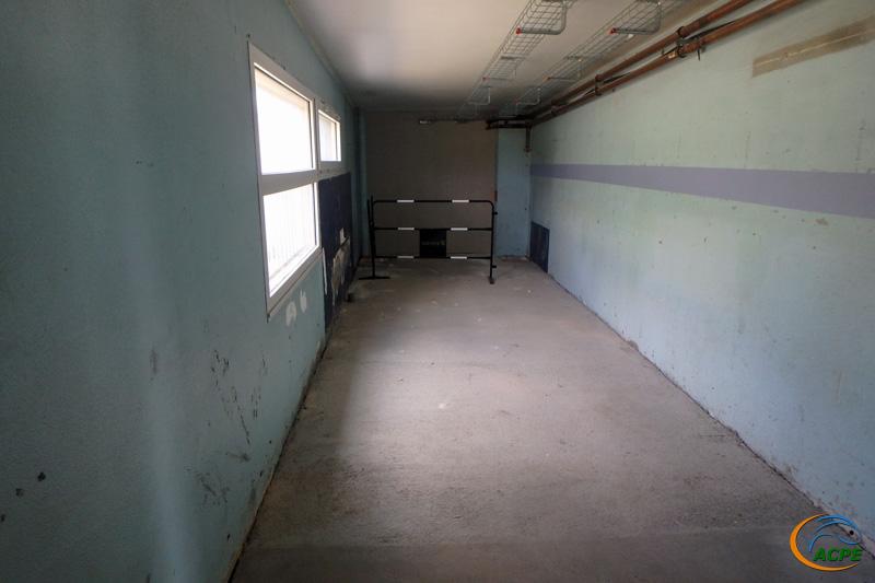 L'atelier, côté salle d'activités, avec le plan incliné comblé