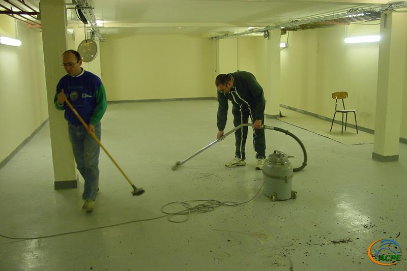 19 décembre 2001, nettoyage final de la salle d'exposition