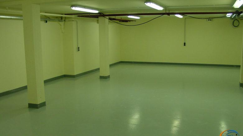 La salle d'activités est terminée et toute propre.