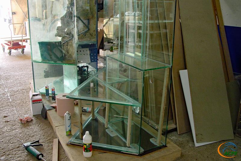Un aquarium en construction, imaginez la forme…